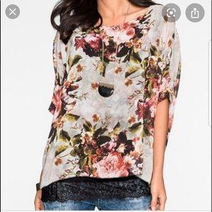 VENUS Floral Top